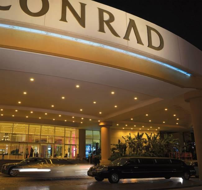 Fachada do Conrad, hotel e casino referência em Punta del Este