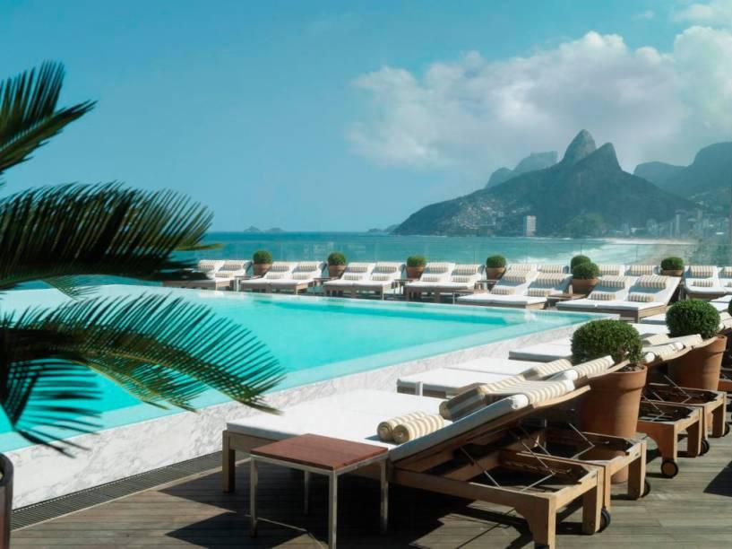 """O nome Fasano virou sinônimo de sofisticação graças aos restaurantes e hotéis que levam seu nome em cidades como Rio de Janeiro e <a href=""""http://viajeaqui.abril.com.br/cidades/br-sp-sao-paulo"""" target=""""_self"""">São Paulo</a>. Na Cidade Maravilhosa, ele tem uma localização privilegiada em Copacabana. Do alto de sua piscina, dá pra ver o cenário incrível da praia <em><a href=""""http://www.booking.com/hotel/br/fasano-rio-de-janeiro.pt-br.html?aid=332455&label=viagemabril-as-piscinas-mais-incriveis-do-mundo"""" target=""""_blank"""">Veja os preços do Hotel Fasano no Booking.com</a></em>"""