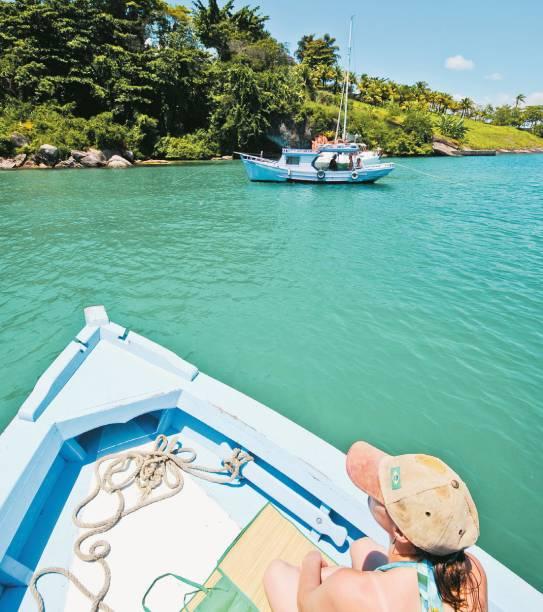 O verde-piscina do mar no Saco do Mamanguá