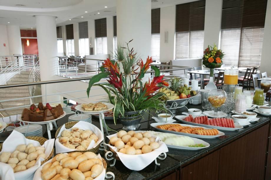 Buffet do restaurante do Hotel Bourbon Joinville Business