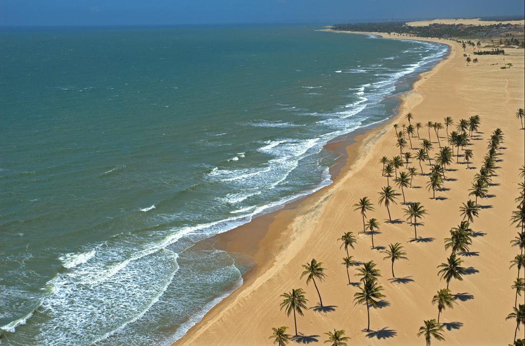 Vista aérea da Praia de Cumbuco, na Costa Sol Poente