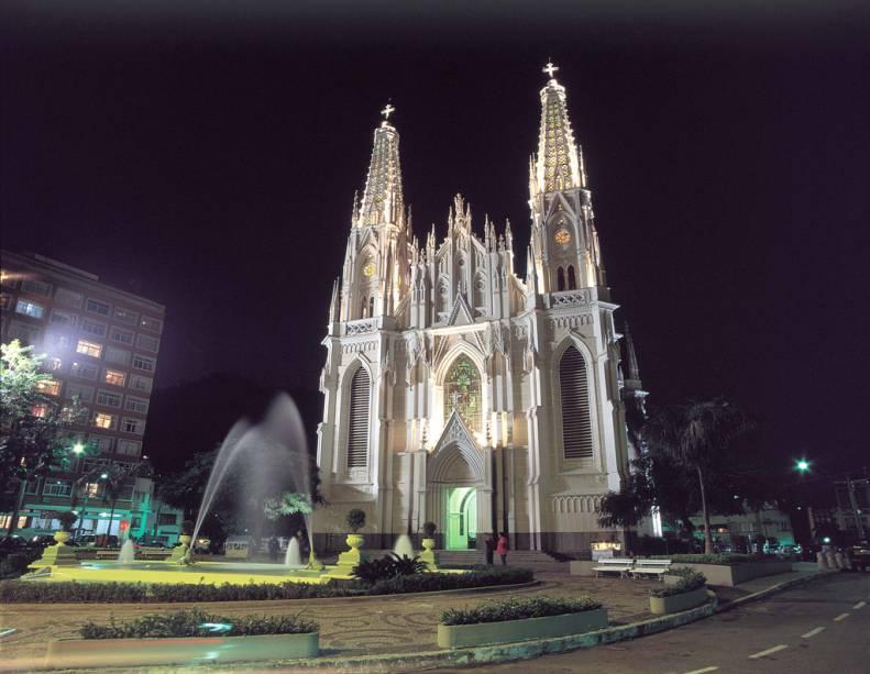 Localizada na Cidade Alta, a Catedral Metropolitana de Vitória tem estilo neogótico e vitrais com passagens bíblicas