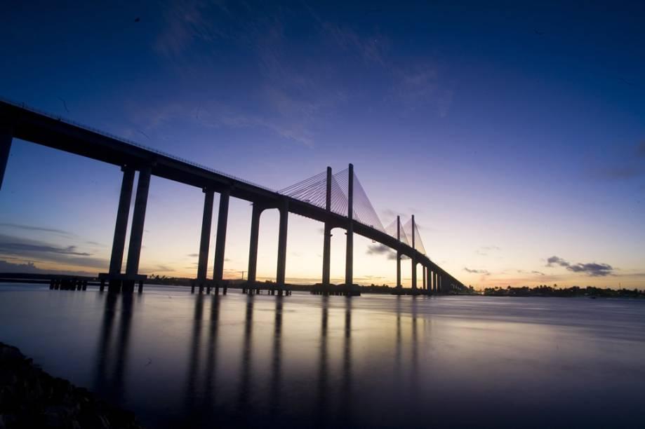 A Ponte Newton Navarro sobre o Rio Potengi, conhecida também como Ponte Forte-Redinha ou Ponte Nova