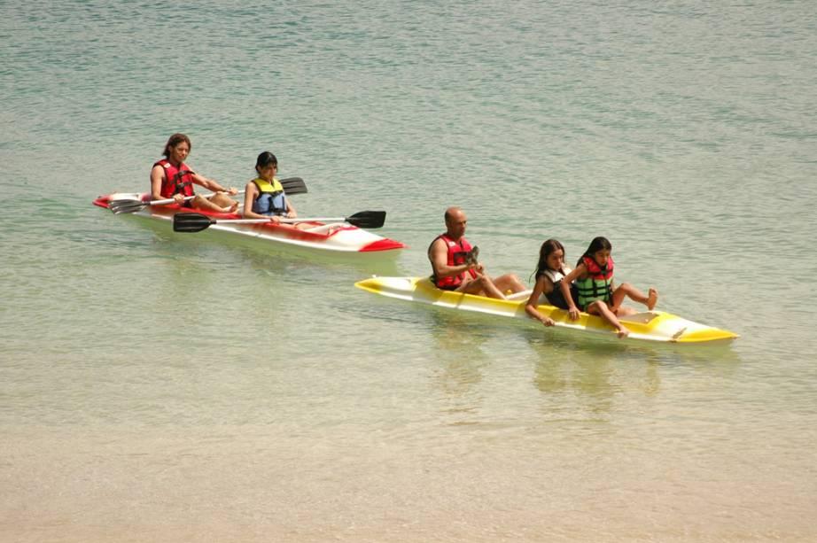 É possível fazer passeios de canoa na Praia da Sepultura, ideal também para mergulho e snorkeling