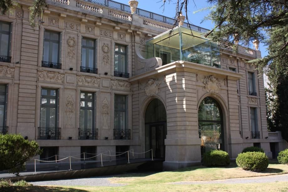 A mansão em estilo francês foi transformada no Museu Superior de Bellas Artes Evita, um dos mais importantes da Argentina. No acervo, obras de Pablo Picasso e Francisco de Goya