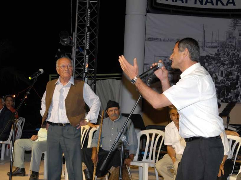 O Tsiattista é uma improvisação de versos no dialeto grego-chipriota, no Chipre. Cada cantor, acompanhado por músicos que tocam violino ou alaúde, deve improvisar sobre um determinado tema em um curto espaço de tempo, tentando superar o outro