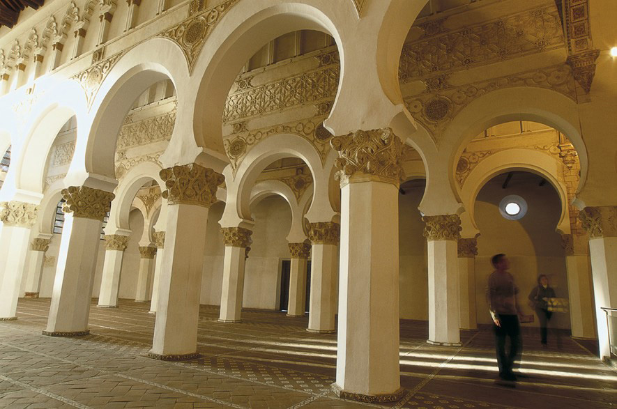Interior da Sinagoga Santa Maria la Blanca, em Toledo