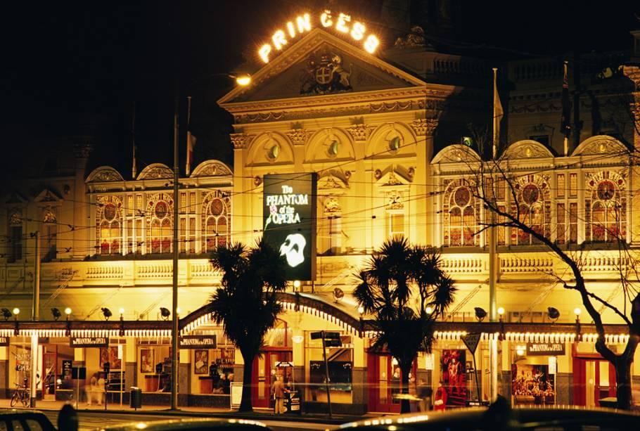 Prédio de 1854, o Princess Theatre passou por uma reforma completa no final dos anos 1980. Reaberto em 1989, o teatro passou a receber grandes musicais, como <em>Os Miseráveis</em>, <em>Cats </em>e o <em>Fantasma da Ópera</em>