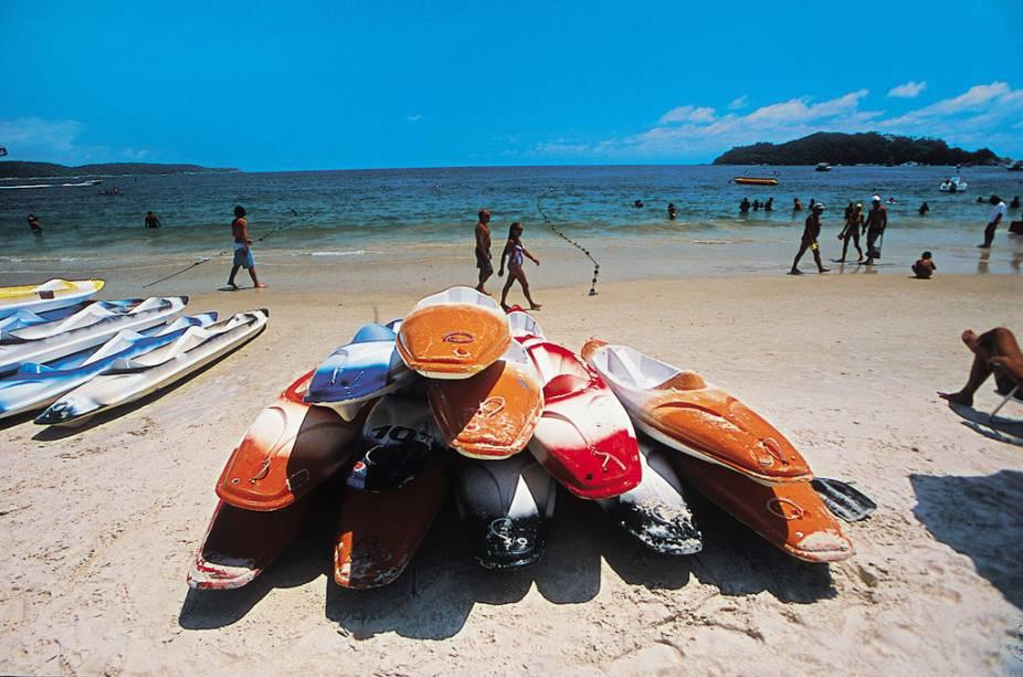 Em algumas praias de Bombinhas é possível alugar caiaques