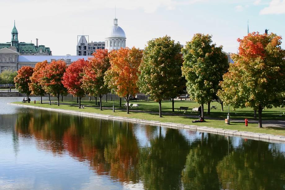 Parque na Vieux-Montréal, parte antiga da cidade, com charmosas construções coloniais