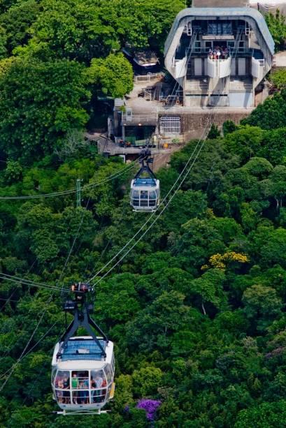 Os modernos e espaçosos bondinhos transportam os turistas entre o Morro da Urca e o Pão de Açúcar