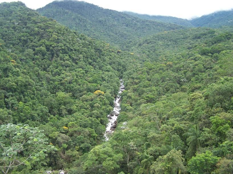 Vista do Parque Nacional de Itatiaia e do vale do Rio Campo Belo a partir do Mirante do Último Adeus em Itatiaia, Rio de Janeiro