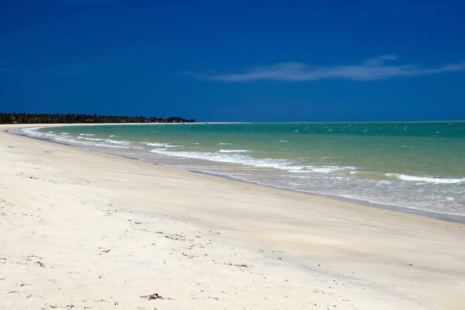 """<strong>Praia de Corumbau, Ponta do Corumbau</strong>Na praia mais bonita da região há passeios de barco que encantam os visitantes. Na alta temporada de verão, as águas ganham um tom ainda mais incrível de azul-esverdeado, com manguezais e coqueiros para completar a paisagem.<a href=""""https://www.booking.com/searchresults.pt-br.html?aid=332455&sid=605c56653290b80351df808102ac423d&sb=1&src=searchresults&src_elem=sb&error_url=https%3A%2F%2Fwww.booking.com%2Fsearchresults.pt-br.html%3Faid%3D332455%3Bsid%3D605c56653290b80351df808102ac423d%3Bcity%3D-678564%3Bclass_interval%3D1%3Bdest_id%3D900040389%3Bdest_type%3Dcity%3Bdtdisc%3D0%3Bfrom_sf%3D1%3Bgroup_adults%3D2%3Bgroup_children%3D0%3Binac%3D0%3Bindex_postcard%3D0%3Blabel_click%3Dundef%3Bno_rooms%3D1%3Boffset%3D0%3Bpostcard%3D0%3Braw_dest_type%3Dcity%3Broom1%3DA%252CA%3Bsb_price_type%3Dtotal%3Bsearch_selected%3D1%3Bsrc%3Dsearchresults%3Bsrc_elem%3Dsb%3Bss%3DMorro%2520de%2520S%25C3%25A3o%2520Paulo%252C%2520Bahia%252C%2520Brasil%3Bss_all%3D0%3Bss_raw%3DMorro%2520de%2520S%25C3%25A3o%2520Paulo%3Bssb%3Dempty%3Bsshis%3D0%3Bssne_untouched%3DIlha%2520de%2520Boipeba%26%3B&ss=Corumbau%2C+Bahia%2C+Brasil&ssne=Morro+de+S%C3%A3o+Paulo&ssne_untouched=Morro+de+S%C3%A3o+Paulo&city=900040389&checkin_monthday=&checkin_month=&checkin_year=&checkout_monthday=&checkout_month=&checkout_year=&group_adults=2&group_children=0&no_rooms=1&from_sf=1&ss_raw=Corumbau+&ac_position=0&ac_langcode=xb&dest_id=900051125&dest_type=city&place_id_lat=-16.896601&place_id_lon=-39.114841&search_pageview_id=49fa919e3e770017&search_selected=true&search_pageview_id=49fa919e3e770017&ac_suggestion_list_length=5&ac_suggestion_theme_list_length=0"""" target=""""_blank"""" rel=""""noopener""""><em>Busque hospedagens em Corumbau </em></a>"""