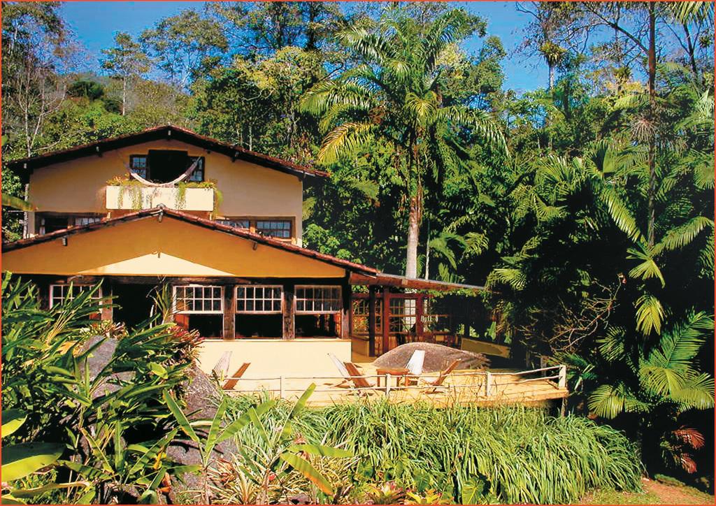 A Pousada e Restaurante Le Gite D'Indaiatiba fica em uma área verde com cachoeira nos arredores, o acesso é feito por estrada de terra sem sinalização