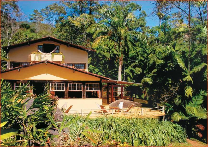 A Pousada e Restaurante Le Gite DIndaiatiba fica em uma área verde com cachoeira nos arredores