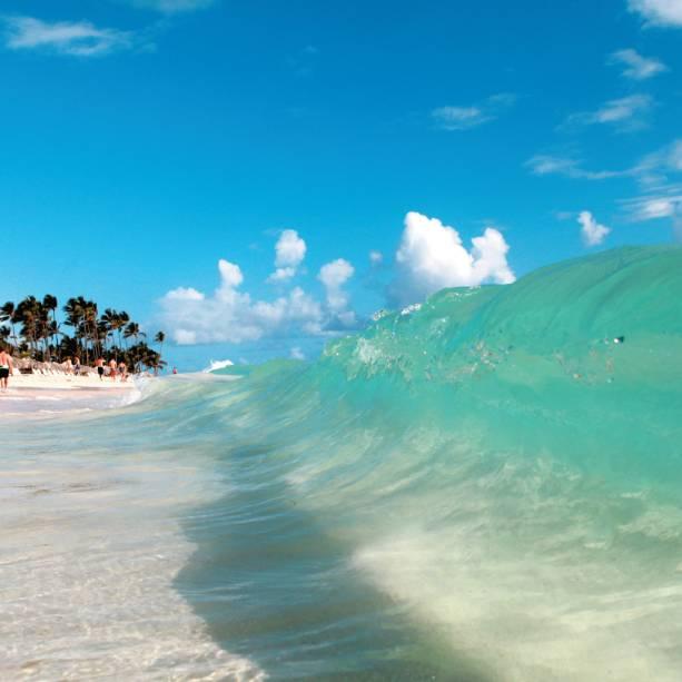 """<strong>Punta Cana – 7 noites – US$ 1 238</strong><br />            <br />            O pacote para <a href=""""http://viajeaqui.abril.com.br/cidades/republica-dominicana-punta-cana"""" rel=""""Punta Cana"""">Punta Cana</a>, que custava US$ 1428, conta com passagem aérea, sete noites de hospedagem no all-inclusive Caribe Club Princess Beach Resort, traslados de chegada e saída, cartão assistência e auxílio ao passageiro no embarque em <a href=""""http://viajeaqui.abril.com.br/cidades/br-sp-sao-paulo"""" rel=""""São Paulo"""">São Paulo</a>.<br />            <br />            <strong>Quando:</strong> saídas de 1 de maio a 19 de junho<br />            <strong>Pagamento: </strong>entrada de 25% + taxas e saldo em 9 vezes sem juros nos cartões de crédito Visa, MasterCard, Diners e American Express<br />            <strong>Quem leva:</strong> a <strong>ADV Tour</strong> (11/2167-0633, 0800 724 0411, <a href=""""http://www.advtour.com.br/"""">www.advtour.com.br</a>)"""