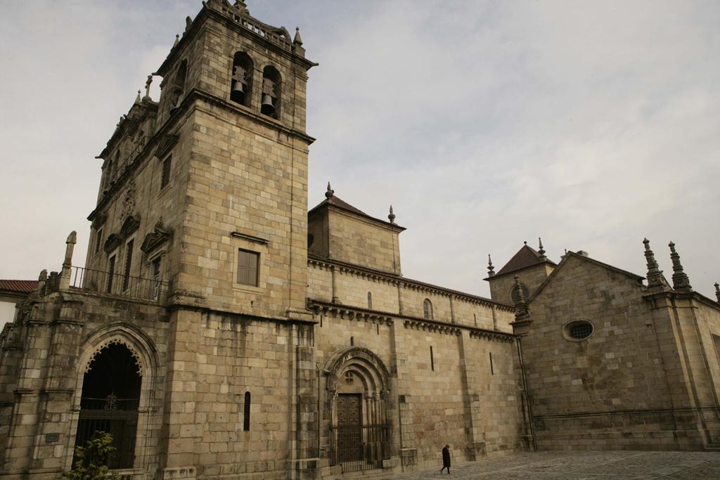 Com mais de 30 igrejas, Braga é considerada a capital religiosa de Portugal. Erguida no século 12, a Catedral da Sé é a mais antiga arquidiocese do país