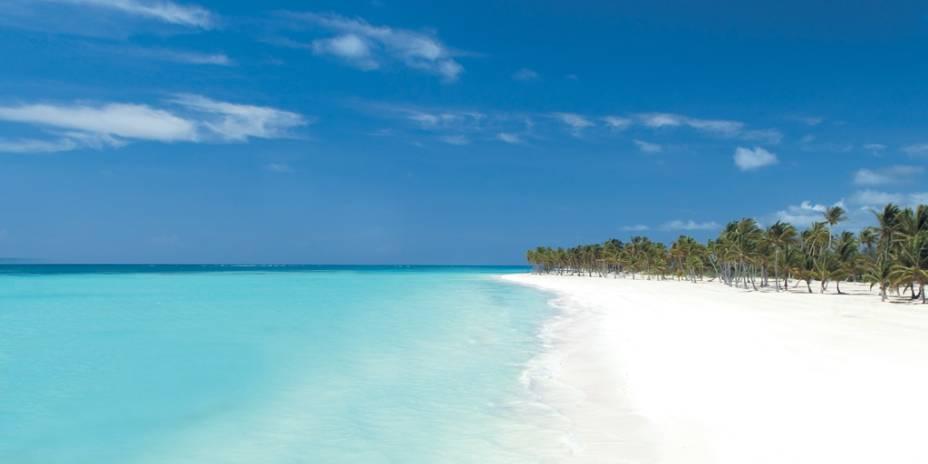 Quilômetros de areia branca, águas transparentes, fileiras de coqueiros e sol o ano inteiro fazem de Punta Cana um destino dos sonhos