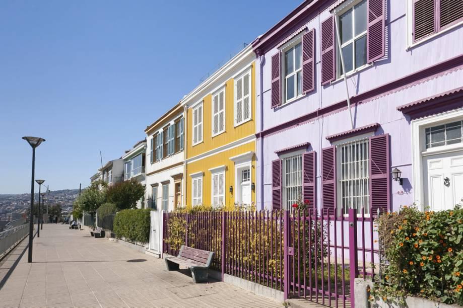 """Declarada Patrimônio Cultural da Humanidade pela Unesco, <a href=""""http://viajeaqui.abril.com.br/cidades/chile-valparaiso"""" rel=""""Valparaíso"""" target=""""_blank""""><strong>Valparaíso</strong></a> é uma cidade charmosa com suas casinhas coloridas penduradas nas encostas sobre o mar"""