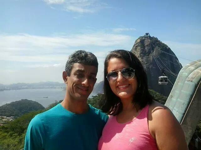 """""""Eu me chamo Luana Araújo e nessa foto estou com meu marido Elinaldo no pão de açúcar na cidade maravilhosa. Estive lá em abril de 2014 e amei a cidade."""""""