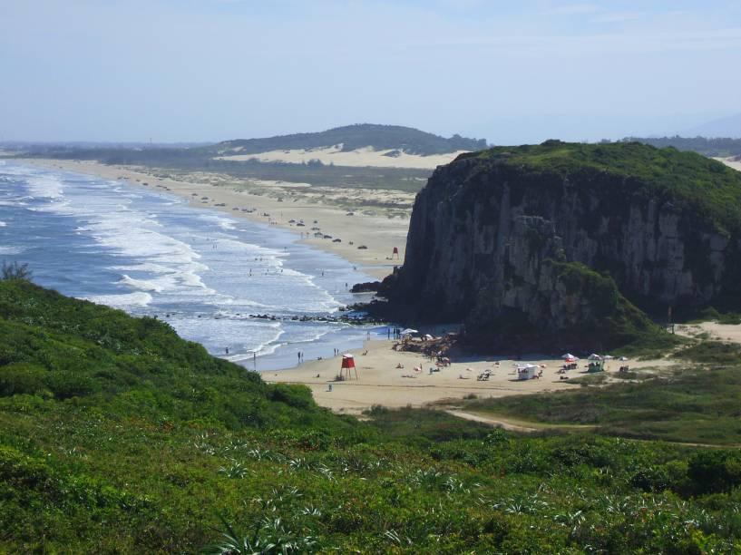 Considerada a praia mais famosa da cidade de Torres, e uma das melhores do Rio Grande do Sul, a praia da Guarita tem águas límpidas boas para mergulho. Seu ponto forte, no entanto, está no cenário formado em seu entorno, com as montanhas que são sua marca registrada