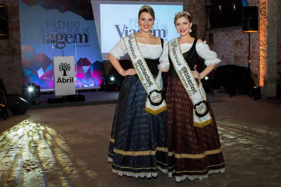 As princesas da Oktobergest de Blumenau (SC) Malu de Oliveira e Daniela Spezia