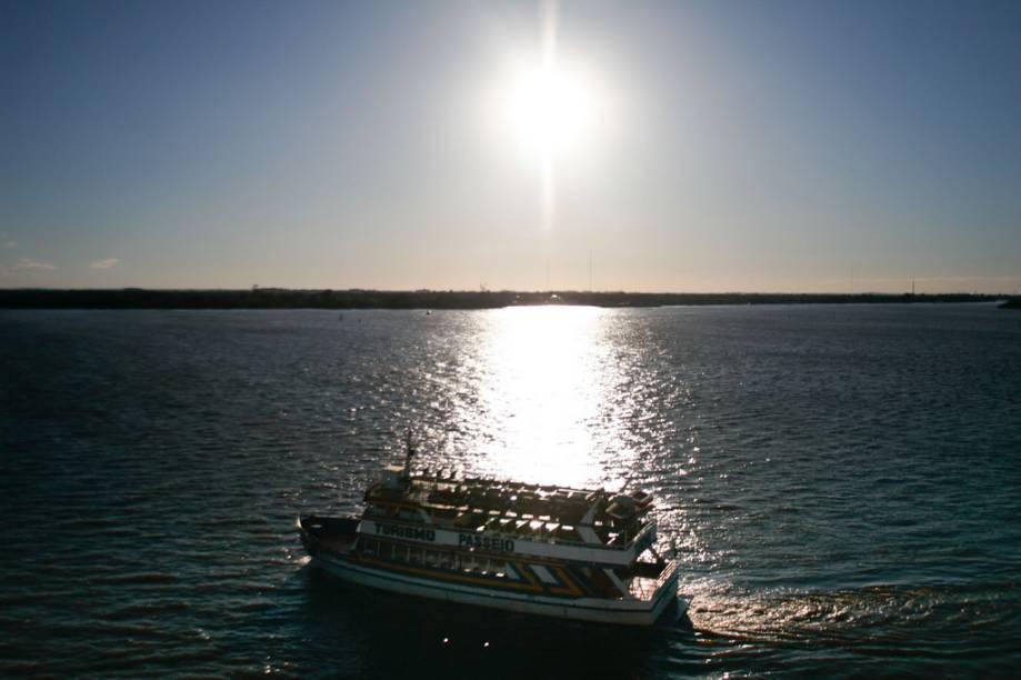 A linda vista do Rio Guaíba, em Porto Alegre, no Rio Grande do Sul, atrai turistas e moradores