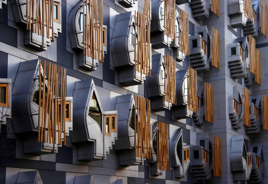 Detalhe da fachada do parlamento escocês, em Edimburgo