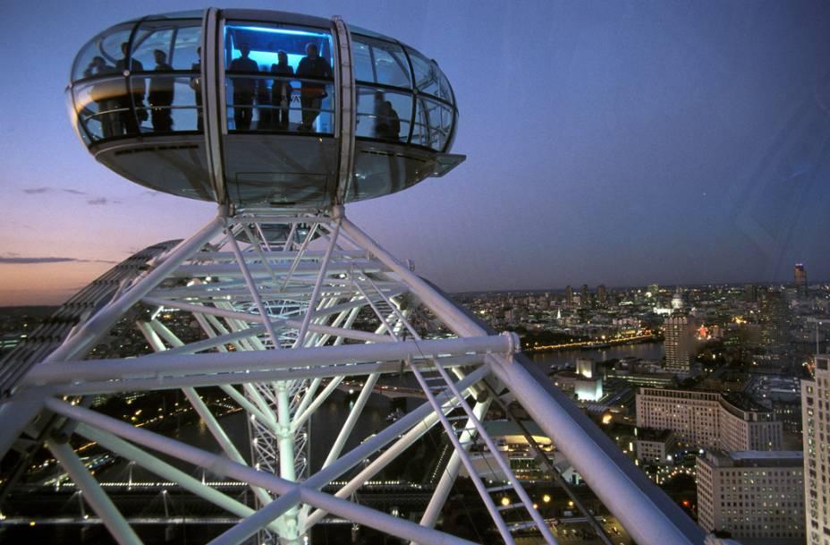 Dentro das cabines da London Eye, famosa roda-gigante de Londres, é possível ter uma visão panorâmica da cidade
