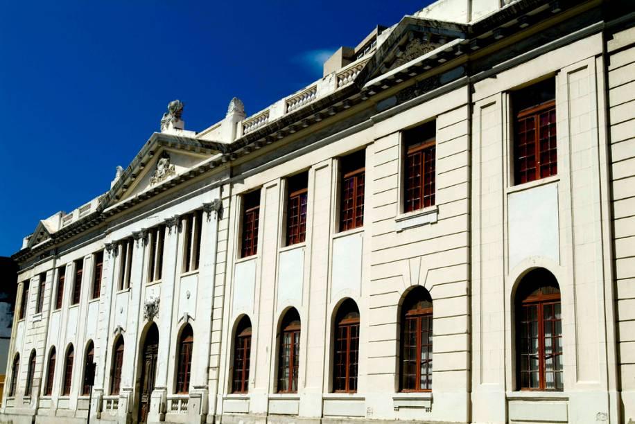 A Escola de Teatro, Dança e Música Fafi funciona em um edifício histórico, inaugurado em 1926