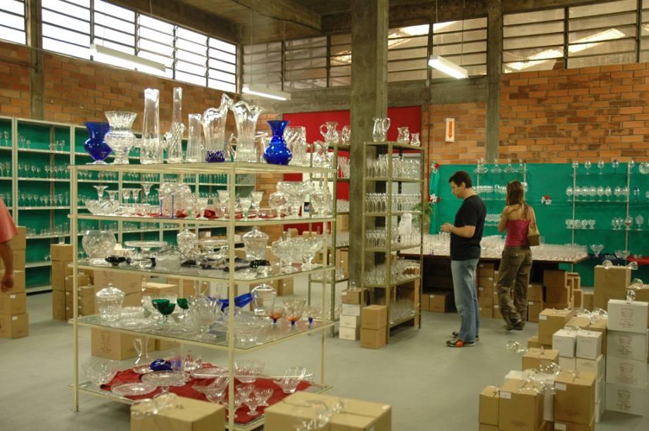 """Taças, jarras e vasos de cristais são vendidos em várias lojas de fábricas em <a href=""""http://viajeaqui.abril.com.br/cidades/br-sc-blumenau"""" rel=""""Blumenau (SC)"""" target=""""_blank"""">Blumenau (SC)</a>"""