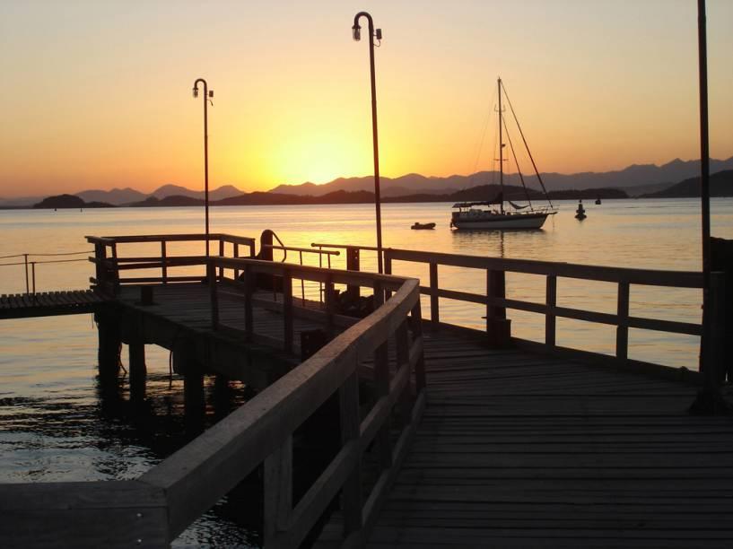 É possível fazer um passeio de barco pelas 14 ilhas da Baía da Babitonga