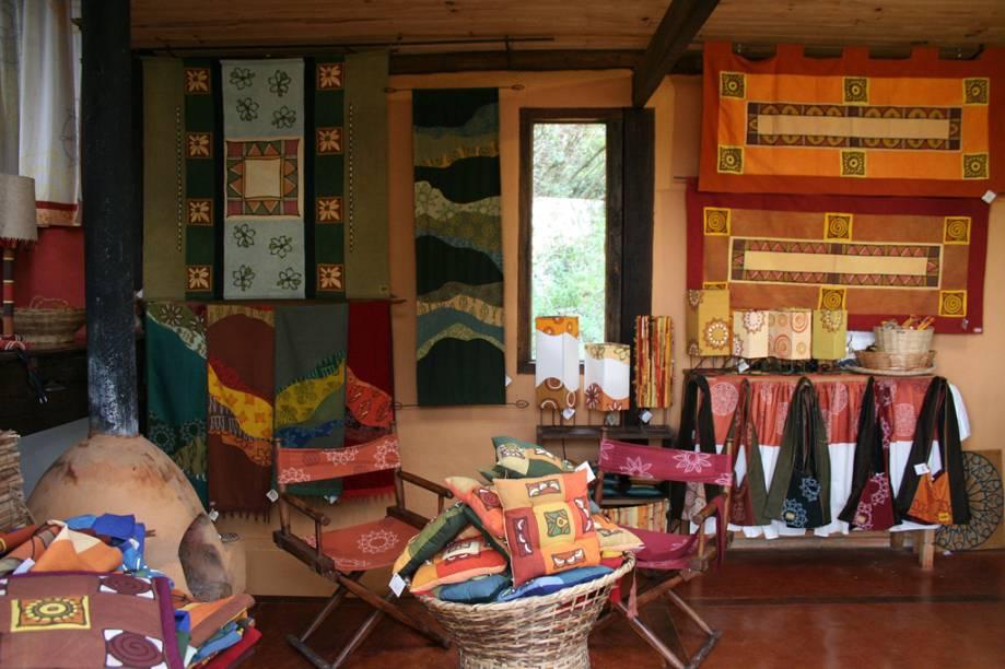 A loja Nakawe, famosa por produzir peças com tecidos tingidos artesanalmente