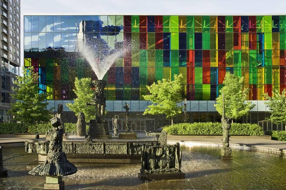 O Palais Des Congres, de Montreal, é um centro de convenções inaugurado em 1983