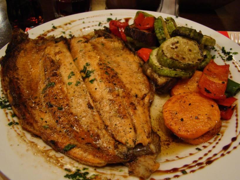 As trutas dos lagos gelados são pratos tradicionais dos restaurantes, localizados principalmente no centro de Bariloche