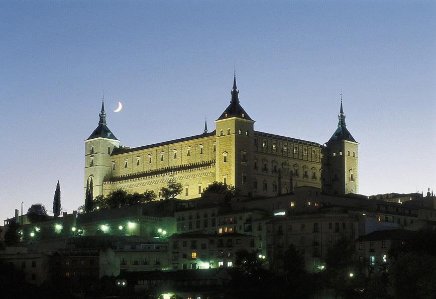 O Alcázar, que pode ser visto de qualquer canto da cidade, foi construído pelos mouros no século 10 e hoje abriga um museu militar