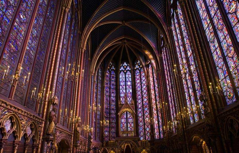 A Saint Chapelle foi construída com o objetivo de armazenar relíquias como a suposta coroa de espinhos de Jesus Cristo