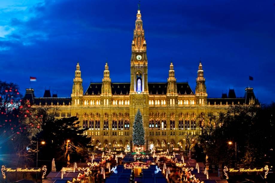 A prefeitura de Viena, Rathaus, é um edifício em estilo gótico construído no século 19 e serve também como sede do conselho da cidade