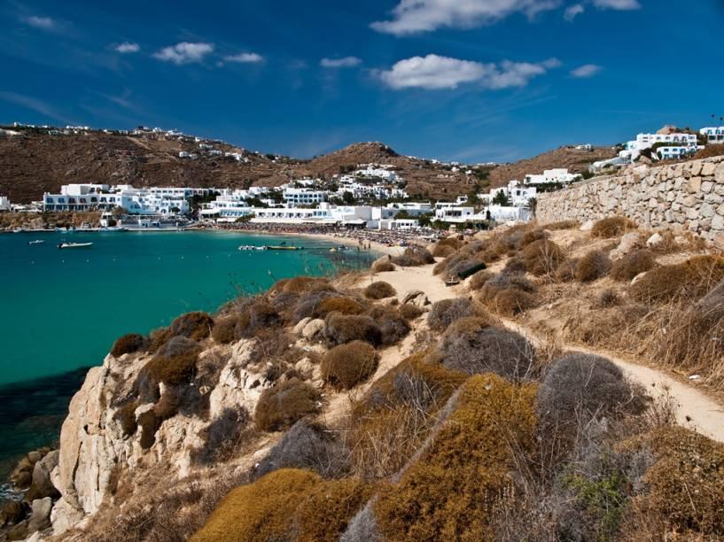 """Resort em Mikonos, região da <a href=""""http://viagemeturismo.abril.com.br/paises/grecia-4/"""">Grécia</a>onde o agito noturno e o sossego, com seus barcos de pescadores e pelicanos, misturam-se pacificamente"""