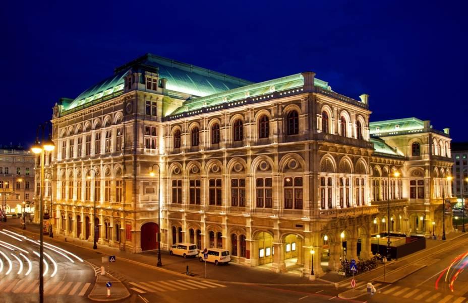 A Ópera de Viena, Wiener Staatsoper, foi construída no século 19 e profundamente danificada durante a II Guerra Mundial. Entre seus condutores surgem nomes como Gustav Mahler e Herbert von Karajan