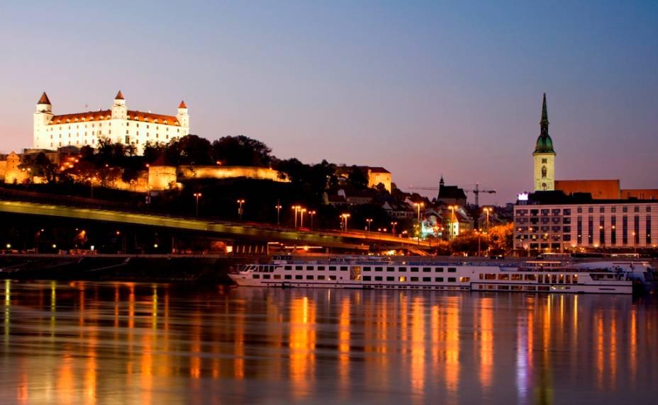 Bratislava, a capital da Eslováquia, fica a apenas uma hora de viagem de Viena. Seus cenários são compostos por uma atmosfera de transformação, que visa libertar o país do passado comunista e abrir os olhos para o ocidente