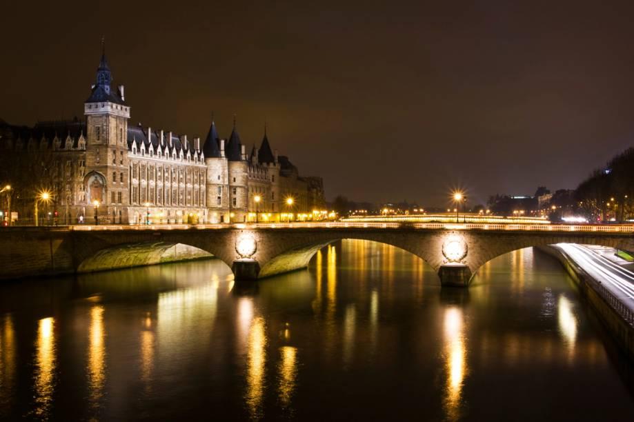 Pont Neuf, a mais antiga de Paris, já inspirou um quadro de Monet com o mesmo nome