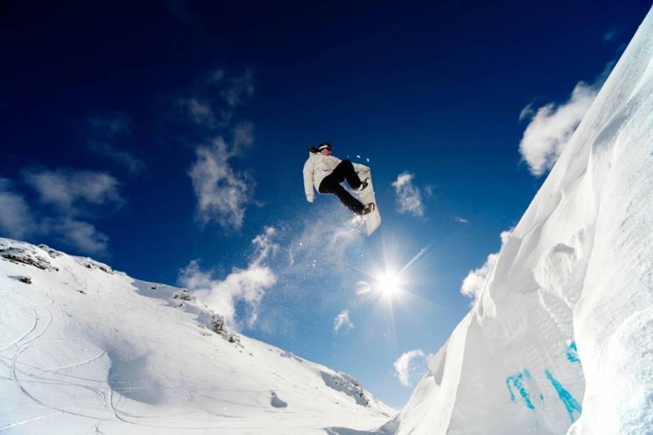 Snowboard na Nova Zelândia. A temporada de esqui e snowboard no país vai de junho ao final de outubro