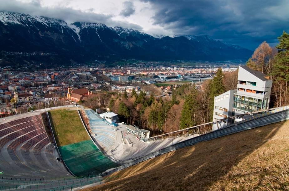 A rampa de salto de esqui em Bergisel, em Innsbruck, foi utilizada nos Jogos Olímpicos de Inverno de 1964 e 1976. Uma mais moderna, projetada pela arquiteta iraniana Zaha Hadid, foi inaugurada em 2003. O local também sedia uma das etapas do torneio Four Hills