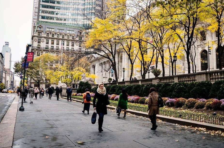 Entre os edifícios que estão no roteiro da 5ª Avenida, está o imponente prédio da Biblioteca Pública de Nova York