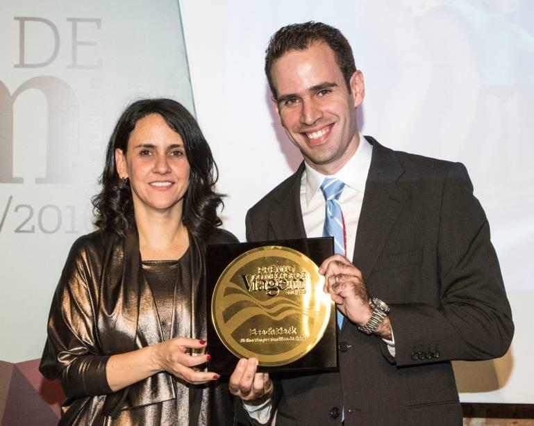 O Beach Park venceu na categoria melhor parque temático nacional; e quem recebeu o prêmio de Angélica Santa Cruz foi o gerente comercial,Ivan Cavalcante Dias