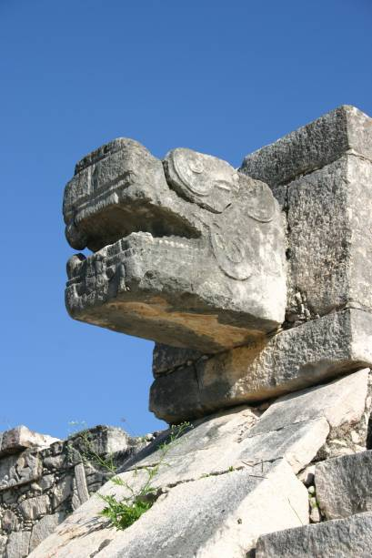 Detalhe de uma das centenas de esculturas que decoram a Pirâmide de Kukulcán