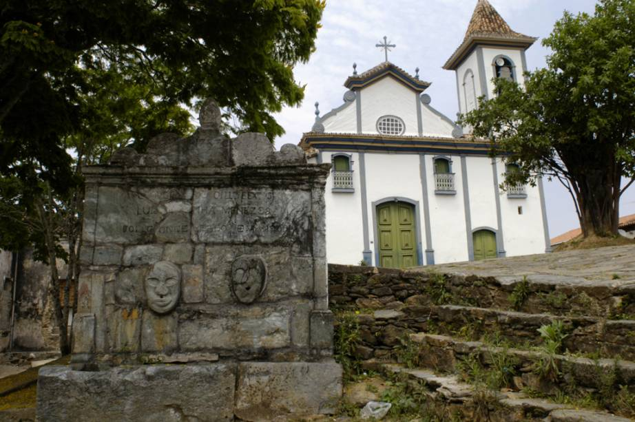 A profusão de santos negros da Igreja Nossa Senhora do Rosário reforça a origem étnica dos escravos, que construíram boa parte do local