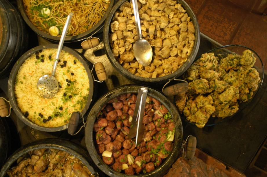Uma das melhores maneiras de apreciar a comida mineira é entrando em um dos restaurantes tradicionais da cidade