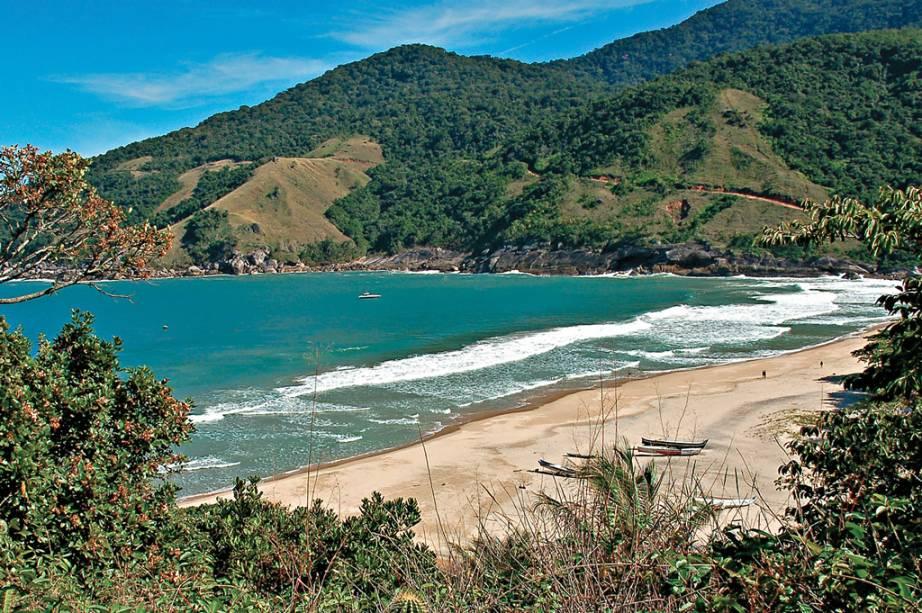 O acesso à <strong>Praia do Bonete</strong> é feito por barco ou por trilha de 4 horas. Apesar das dificuldades, o cenário compensa